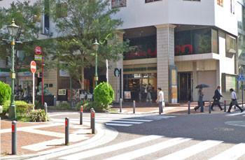 横浜・馬車道のスターバックスコーヒー店