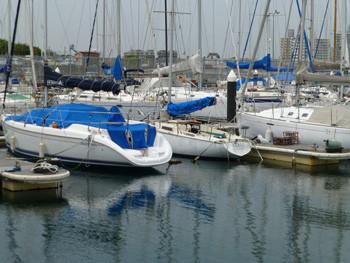 藤沢市・江ノ島ヨットハーバーのセンタープロムナード