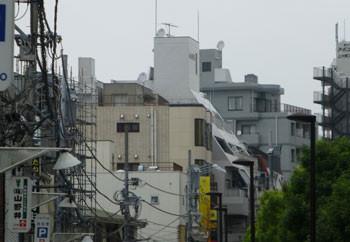 横浜・上大岡のビル街の屋上