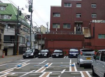 横浜・元町の霧笛楼の赤いビル