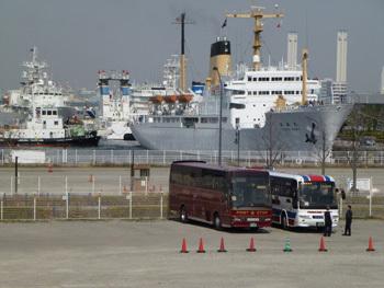 横浜市・サークルウォークから観た新港埠頭
