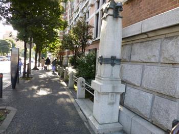 横浜・みなと大通りの開港記念館