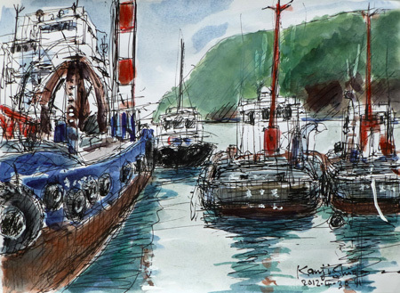 神奈川県・真鶴港のクレーン船とタグボート