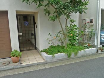 横浜市港北区・エルム通りの路地の民家
