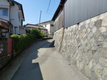 神奈川県・早川のハイキングコースの道