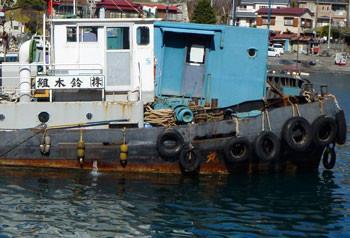 神奈川県・真鶴漁港の工事船