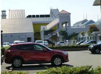 横浜・三井アウトレットパークの小さな駐車場