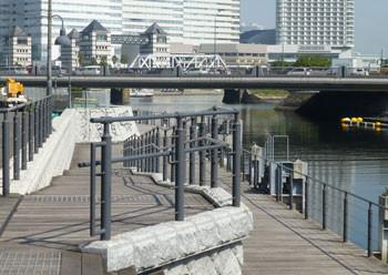 横浜・大岡川のウッドウォーク