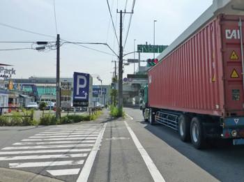横浜・貯木場入り口付近