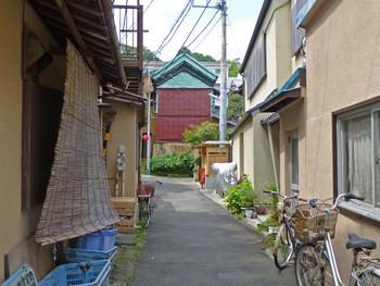 藤沢市・江ノ島の裏通りの倉