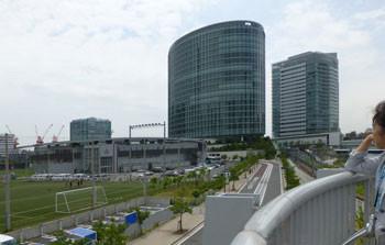 横浜・高島水際線公園から見たビル