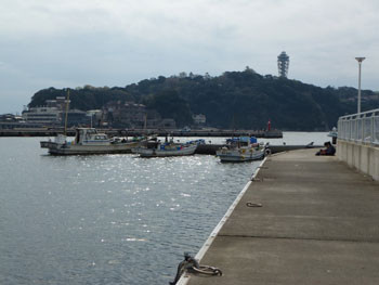 藤沢市・片瀬漁港と江ノ島