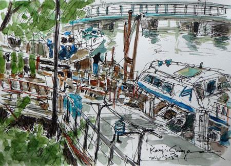 横浜市・弁天橋付近の川端通りの船など