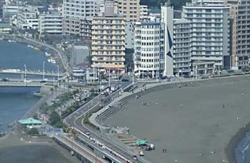 江ノ島・片瀬海岸のマンション街と弁天橋