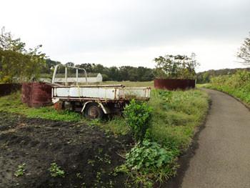 藤沢市・石川の壊れたトラック