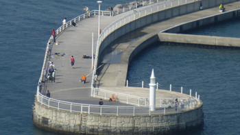 藤沢・片瀬漁港の灯台