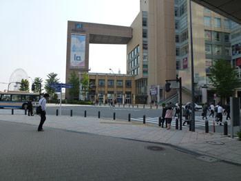 横浜市・桜木町駅前のクロスゲートビル