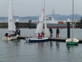 藤沢市・江ノ島でのディンギーヨットの訓練