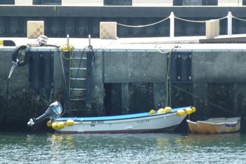 藤沢・片瀬漁港のモーターボート
