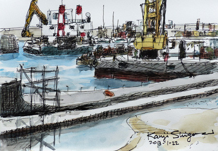鎌倉・腰越漁港のクレーン船としゅんせつ船