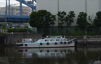 横浜・弁天橋付近の船
