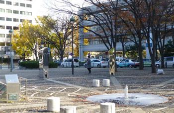 横浜・シルクセンターとイチョウ並木の黄葉