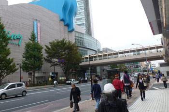 横浜・上大岡駅前の鎌倉街道