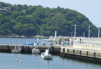 藤沢・片瀬漁港の防波堤