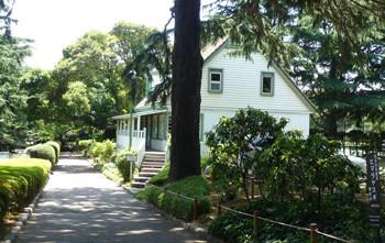 横浜・山手公園のテニス発祥記念館