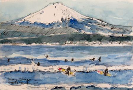 藤沢・片瀬海岸のサーファーと富士山