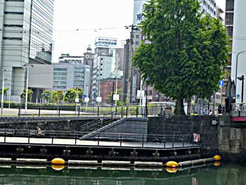 横浜市・弁天橋から見た本町通りの時計台