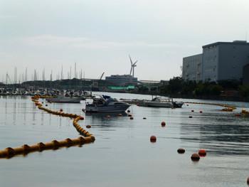 横浜・横浜ベイサイドマリーナと風車