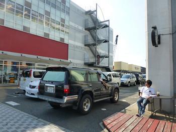 横浜・横浜ベイサイドマリーナのスターバックス横の駐車場