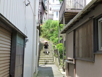 藤沢市・江ノ島の裏通りの階段