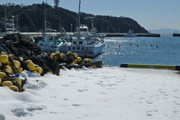 藤沢・雪の日の片瀬漁港