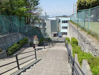 藤沢市・善行の体育センターの階段