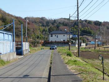 藤沢市・引地川親水公園近くの道路