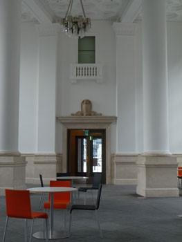横浜・旧横浜銀行本店別館の内部