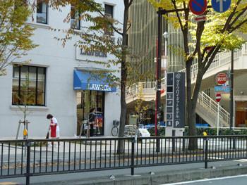 横浜・ストロングビルのLAWSON