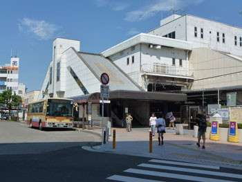 茅ヶ崎市・茅ヶ崎駅ビルと駅前広場