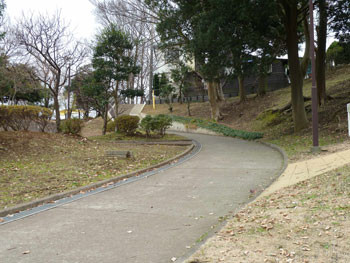 横浜・東俣野中央公園の入り口付近