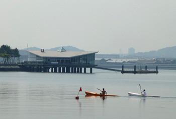 横浜・八景島シーパラダイスの海上レストランとカヌー