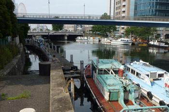 横浜・大江橋付近の船