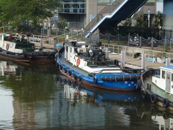 横浜・弁天橋付近のタグボート