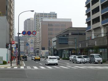 横浜・本町通りのビル街