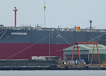 横須賀・住友重機械の原油タンカーNORDORCHID