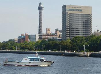 横浜・横浜マリンタワーとホテルニューグランド新館