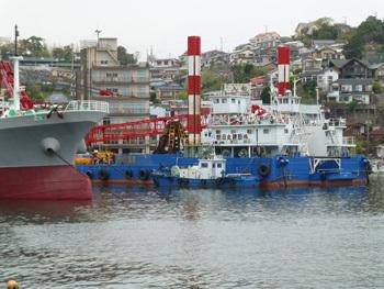神奈川県・真鶴港のクレーン船朝日丸