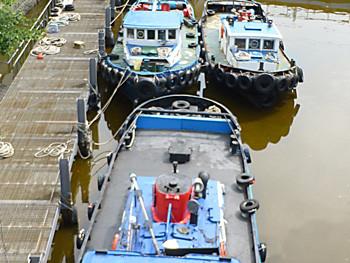 横浜市・大江橋付近のタグボート