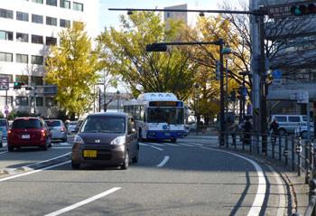 横浜・山下公園通りの交差点